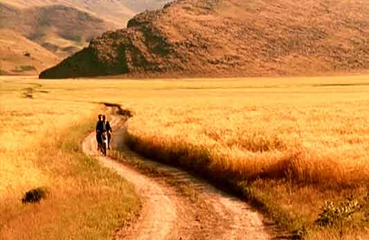 <b>The Wind Will Carry Us</b> | Abbas Kiarostami, 1999
