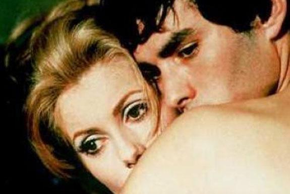 [ULASAN] <b>Belle de jour</b>: Trauma, Cinta,<br> dan Perwujudan Madonna/Whore-Complex pada Perempuan