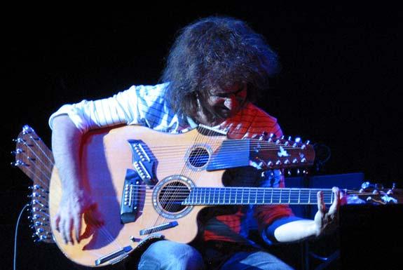 <b>Pat Metheny</b>, Mahadewa Gitar yang Pernah Ada