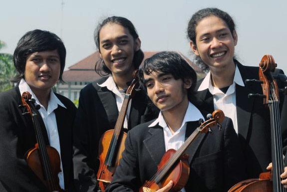 <b>DJava String Quartet</b> yang Hebat dan Akrab