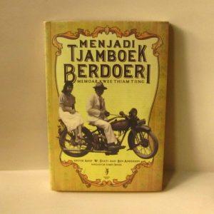 Buku - Menjadi Tjamboek Berdoeri