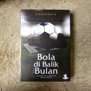 Buku - Bola di Balik Bulan