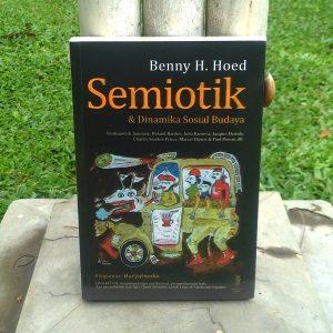 Buku - Semiotik dan Dinamika Sosial Budaya